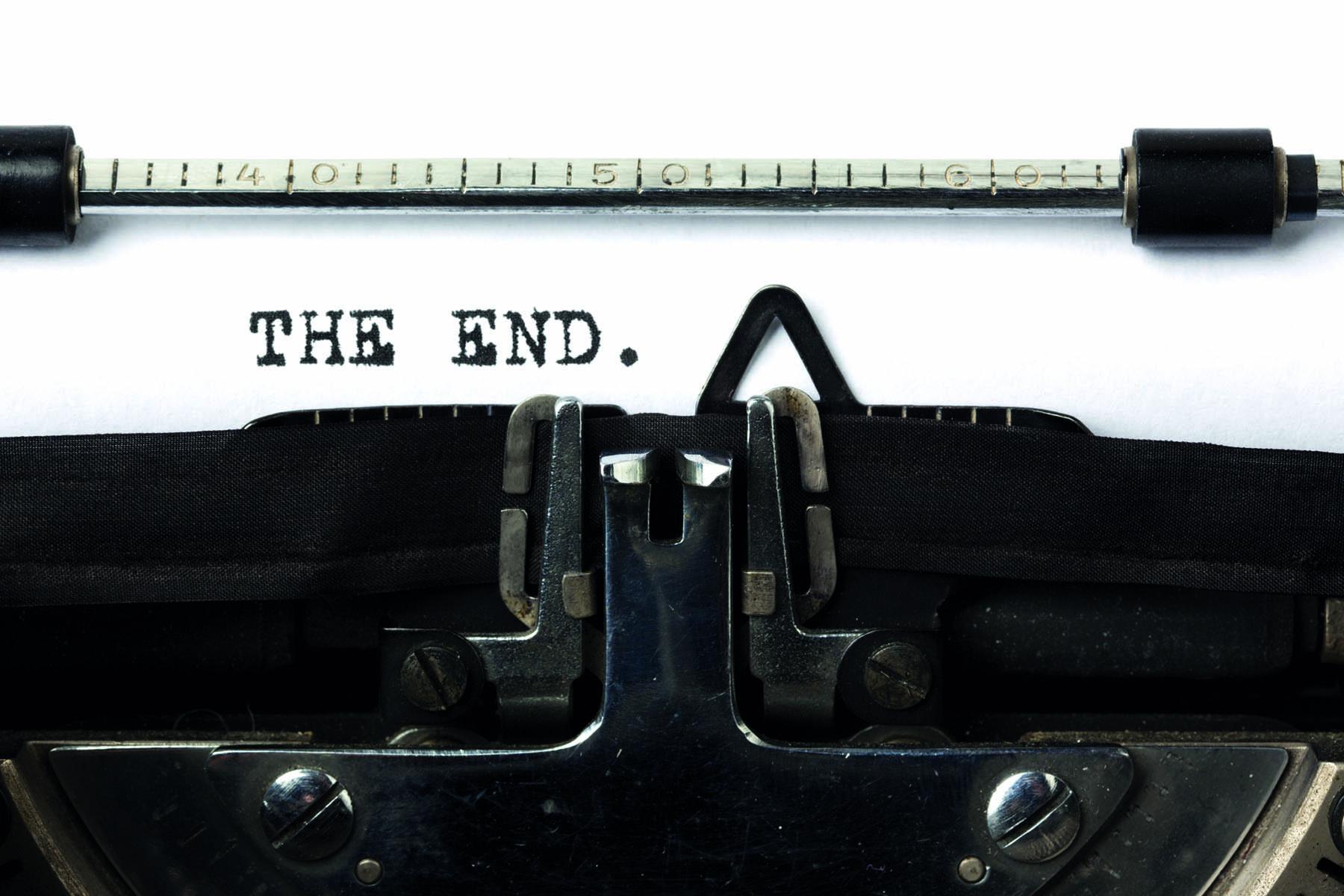 """orden """"the end"""" skrivet på en gammal skrivmaskin"""
